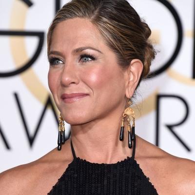 Jennifer-Aniston-Neil-Lane-gold-onyx-chandelier-earrings-were